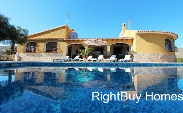 Beautiful 4 bedroom villa with sea views for sale in El Campello, Alicante