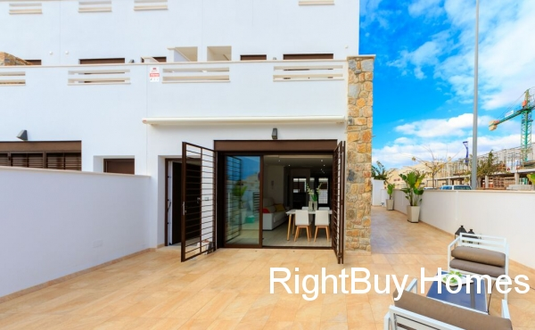 3 bed 2 bath townhouses in Torrevieja 600m from beach