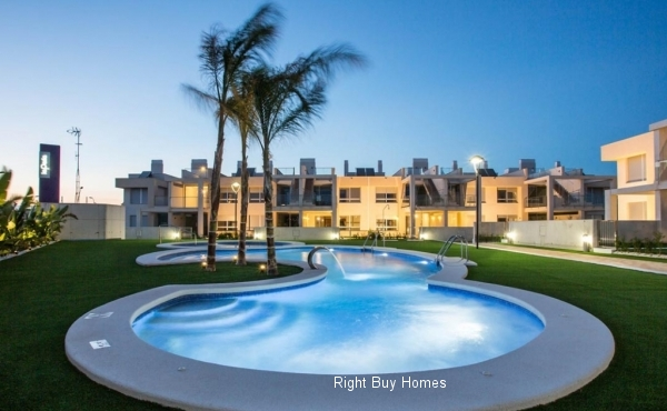 2 bed 1 bath in Los Urritias located in front of the beach