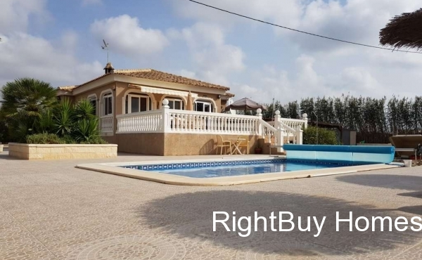 Beautifully presented 3 bedroom villa for sale in Callosa del Segura, Alicante, Costa Blanca