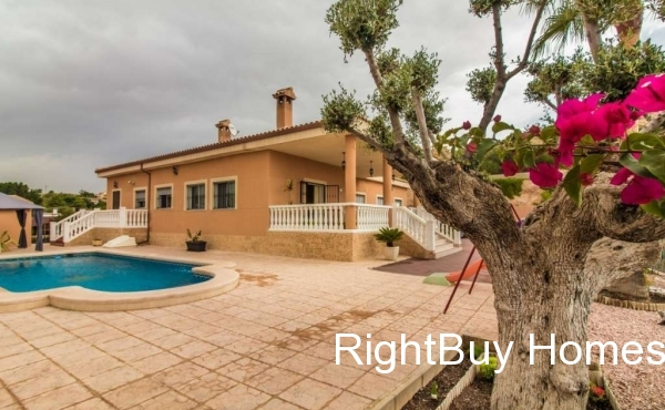 Beautifully presented 5 bedroom villa for sale in Elche, Alicante, Costa Blanca