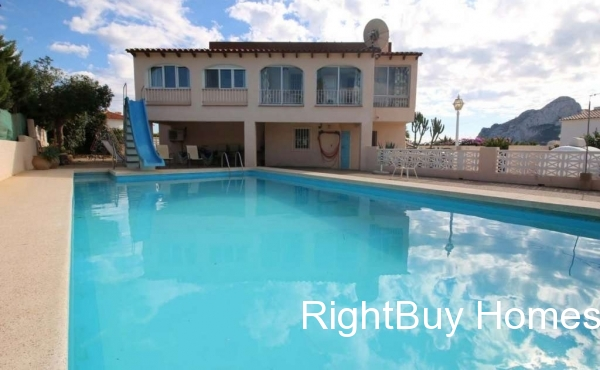 Beautiful 6 bedroom villa with sea views for sale in Calpe, Alicante