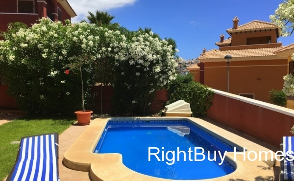 Luxury villa with sea views for sale in Finestrat, Alicante
