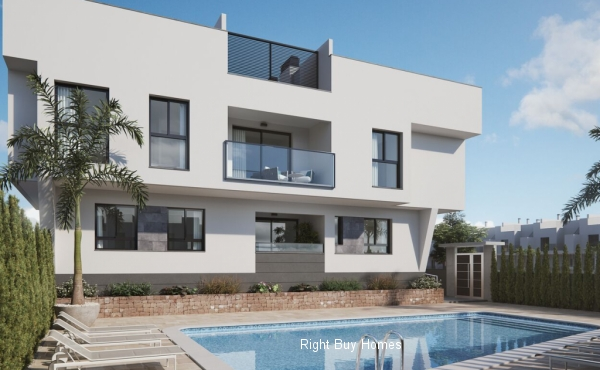 3 bed 2 bath new build apartments only 100m from the beach!!
