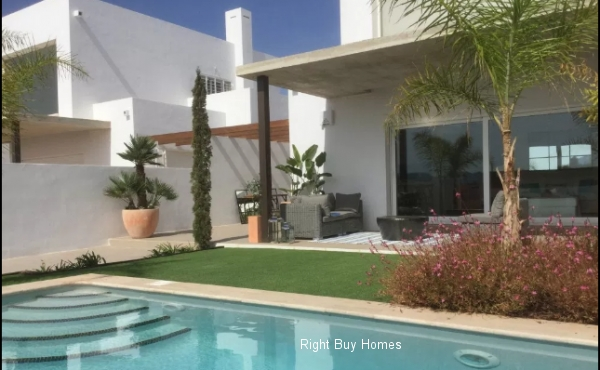 3 bed 2 bathroom villa for sale in Mar De Cristal 400M from the beach