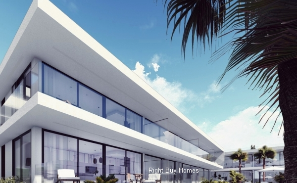 2 or 3 bedroom apartments in Mar De Cristal only 400M from the beach. Prices from €170,000!