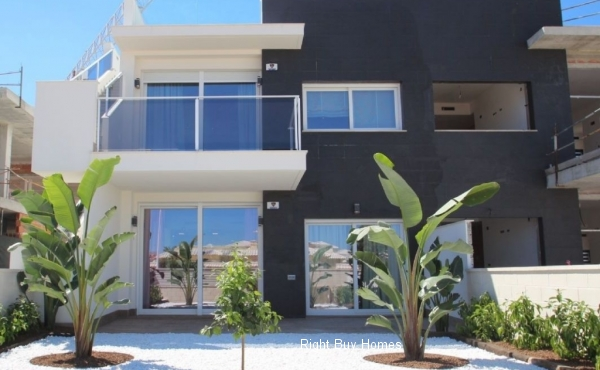 Semi-Detached House In Torrevieja
