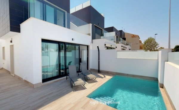 Villas with 3 bedrooms and 2 bathrooms with private pool in San Pedro del Pinatar