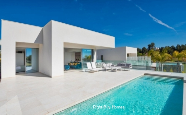 Luxury modern villas in Las Colinas Golf & Country Club