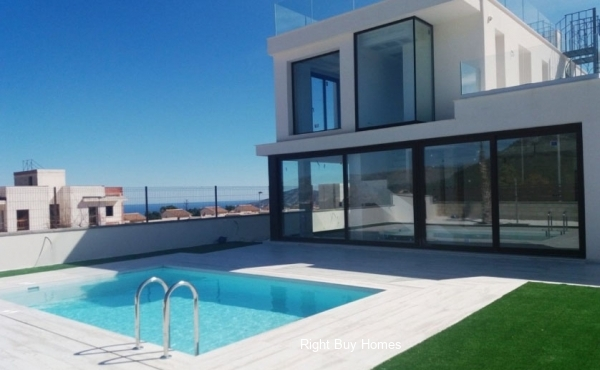 4 Bed 2 Bath Luxury Villa in Polop, Alicante. €398,000!