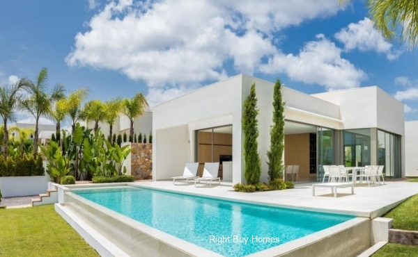 4 Bed 5 Bath Luxury Villa in Orihuela, Alicante. €545,000